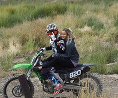 Dirt Bike Couple, Motocross Couple, Motocross Love, Biker Couple, Motocross Girls, Cute Country Couples, Cute Country Boys, Cute Couples Photos, Cute Couple Pictures