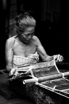 THE WEAVER FROM TENGANAN #4 - Tenganan, Bali (Buy some authentic Balinese treasures)