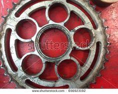After gearbox stuck, toothed rear gear broken, was dissolved in multiple segments, sport motorbike
