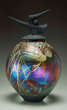 Raku Pottery Gallery by Steven Forbes deSoule [website malfunctions] Raku Pottery, Pottery Sculpture, Pottery Art, Ceramic Pots, Glass Ceramic, Ceramic Clay, Porcelain Ceramics, Kintsugi, Sculptures Céramiques