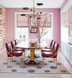 The dining room, which is brightened with Paper and Paints' SC 312 Pink, is furnished with a Italian chandelier from De Parma and a Soane Britain table and chairs in a New York apartment designed by Count Manfredi della Gherardesca. Room Interior Design, Dining Room Design, Luxury Interior, Kitchen Design, Dining Room Inspiration, Interior Inspiration, Color Inspiration, Architectural Digest, Rosa Sofa