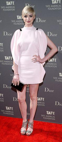 Anne Hathaway, en un look SS13 de Givenchy, en Nueva York. http://www.vogue.mx/galerias/las-mejor-vestidas-de-la-semana-13/2113/image/1101723