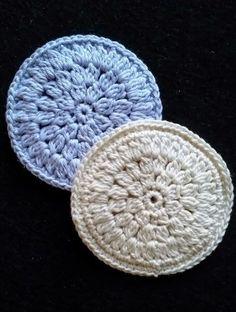 Ravelry: Makeup Runddeller pattern by Anne-Pia Hansen Crochet Baby Bibs, Diy Crochet And Knitting, Crochet Faces, Crochet Fabric, Crochet Home, Crochet Animals, Make Up, Beautiful Crochet, Knit Patterns