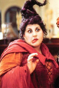 Mary Sanderson [played by Kathy Najimy] - Hocus Pocus Hocus Pocus Halloween Costumes, Halloween 2017, Halloween Makeup, Halloween Ideas, Halloween Labels, Halloween Painting, Disney Halloween, Halloween Stuff, Película Hocus Pocus