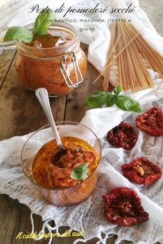 Pesto di pomodori secchi Ricotta, Mousse, Antipasto, Creative Food, Chana Masala, Party Finger Foods, Sweet Recipes, Veggies, Food And Drink