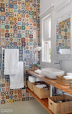 Baño - azulejos - tiles - bathroom - baskets in bathroom Bad Inspiration, Bathroom Inspiration, Interior Inspiration, Bathroom Ideas, Bathroom Designs, Bathroom Wall, Cement Bathroom, Tile Bathrooms, Bathroom Remodeling
