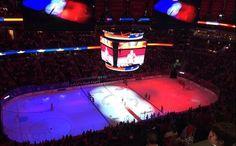 11-13-2015  ATTENTATS A PARIS    La patinoire des Washington Capitals s'est parée des couleurs du drapeau français avant le début de la rencontre.
