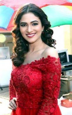 Disha Patani, Alia Bhatt, Indian Actresses, Close Up, New Fashion, Desi, Formal Dresses, Celebrities, Bikinis