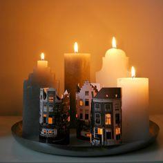 Het is november! En dat betekent dat we richting de feestdagen gaan. Een goede reden om het huis aan te kleden met lichtjes, kaarsjes en andere gezelligheid. Ik maakte daarom kaarsenhuisjes van foto's. Als je je ogen een beetje dichtknijpt, zie je Sinterklaas zo over het dak lopen...