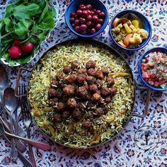 The Most Popular Iranian Dishes Around the Country Iranian Dishes, Iranian Cuisine, Iran Food, Food Decoration, Table Decorations, Middle Eastern Recipes, Food Design, Yummy Food, Healthy Food