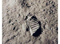 Tomada en 1969 por Buzz Aldrin, la foto era en realidad parte de los objetivos de la misión, ya que los científicos en la Tierra querían investigar las propiedades del suelo lunar. A pesar de ello, nada pudo evitar que esta imagen se convirtiera en el símbolo del logro que supuso la presencia humana en nuestro satélite.