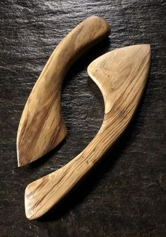Martin Damen - Maker of Hand Carved Spoons & Bowls - The OneOak Collection Wood Knife, Wood Spoon, Carved Spoons, Got Wood, Bone Carving, Wooden Kitchen, Whittling, Diy Cutting Board, Wood And Metal