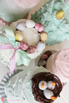 Flavours & Frosting: Mini Pastel Easter Cakes