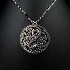 Something similar to this would make a great ying yang tatoo