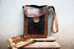 72/ Vintage 1960s Embossed Hand Tooled / 1970s Boho Hippie Leather Bag
