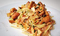 Tagliatelle mit Eierschwammerl von cookingsociety.at Pasta, Spaghetti, Ethnic Recipes, Food, Noodles, New Recipes, Fresh, Koken, Food Food