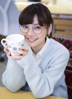 Japanese Beauty, Japanese Girl, Girls With Glasses, Woman Face, Kawaii, Actresses, Actors, Womens Fashion, Cute