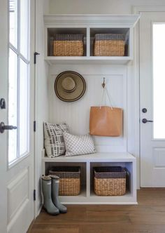 Mudroom Small mudroom cubbies Mudroom Small mudroom ideas Mudroom Smallmudroom Smallmudroomcubbies mudroom-small-mudroom-cubbies Cottage Home Co … – Mudroom Entryway Doors Interior, House Interior, Florida Home, Small Mudroom Ideas, Interior, Entryway Decor, Small Cottage Interiors, Home Decor, Townhouse Interior