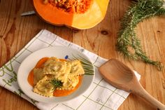 Ravioli, Thai Red Curry, Camembert Cheese, Pasta, Ethnic Recipes, Food, Essen, Noodles, Yemek