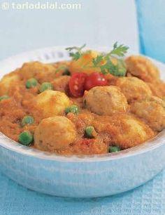 Bread Koftas In Pumpkin Curry ( Saatvik Khana Recipe) recipe | Saatvik Recipes | by Tarla Dalal | Tarladalal.com | #1575
