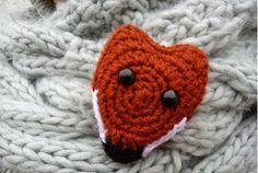 Fuente: http://www.madmadammel.com/2013/05/crocheted-fox-brooch-tutorial.html