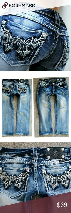 MISS ME RHINESTONE SIGNATURE CROP JEANS 0 25 Gorgeous! See pics for measurements Miss Me Jeans Ankle & Cropped