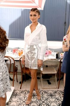 Zendaya attended Glamour's Game Changers Lunch in 2016 wearing a button-down blouse and metallic silver skirt with her silver Stuart Weitzman nudist heels. Zendaya Coleman, Moda Zendaya, Stuart Weitzman, Zendaya Style, Zendaya Outfits, Silver Skirt, Vogue, 90s Fashion, Fashion Trends