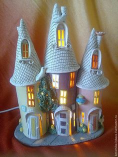 DIY Fairy Wine Bottle House idea - wrap an upcycled wine bottle with salt dough or polymer clay - could make this as a two separate bits the bottom and the roo Fairy Tree Houses, Clay Fairy House, Fairy Garden Houses, Bottle Art, Bottle Crafts, Fairy Crafts, Diy And Crafts, Bottle House, Clay Fairies
