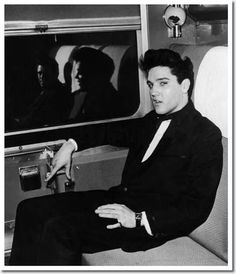 Elvis Presley (And Charlie Hodge reflected) : On the train to California | On April 20, 1960 Elvis went by train to LA. With him were reporters and his friend Charlie Hodge. Elvis was going to start his first movie after the army at paramount pictures.