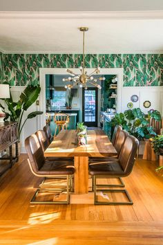 This bold 1934 craftsman bungalow proves nature has the BEST color inspiration. | House Tours by Apartment Therapy #colorfuldecor #diningroomideas #jungalow #houseplants #colorinspiration #Boho #bohemianglam #bohoglam Dining Room Table Decor, Dining Rooms, Green Kitchen Cabinets, Glam Living Room, Mid Century Dining, Temporary Wallpaper, Craftsman Bungalows, Autumn Home, Decorating Your Home