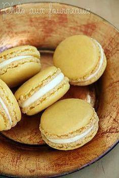 La meilleure recette de Macarons ganache montée à la mangue! L'essayer, c'est l'adopter! 4.8/5 (10 votes), 22 Commentaires. Ingrédients: Ingrédients pour 50 à 60 macarons :  - 250 g de poudre d'amandes - 450 g de sucre glace - 200 g de blancs d'oeufs - 50 g de sucre en poudre - Colorant de votre choix   Ingrédients pour la ganache montée (pour une quarantaine de macarons) :  - 75 g de chocolat blanc - 40 g de crème liquide entière  - 2 cuillères à café de miel d'acacia  - 50 g de purée de…