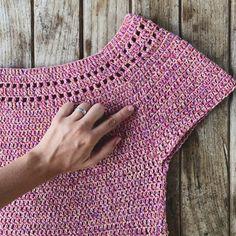 40 Ideas for knitting patterns skirt simple - Her Crochet Black Crochet Dress, Crochet Cardigan, Crochet Shawl, Crochet Yarn, Crochet Stitches, Crochet Top, Knitting Patterns, Diy Crafts Crochet, Jackets