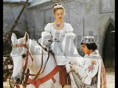 Drei Haselnüsse für Aschenbrödel - my favourite TV fairy tale. Here, Cinderella makes her own happiness by being a tomboy, hunter, great horse(wo)man, and the prince is a cheeky larrikin who does NOT want to get married! Ella Enchanted, Norwegian Christmas, Bon Film, I Love Cinema, Film Books, Christmas Inspiration, Marilyn Monroe, Childhood Memories, Wish