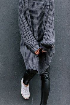 Zara sweater + Wilfred leather leggings +converse = the perfect combination Looks Street Style, Looks Style, Style Me, Fashion Mode, Look Fashion, Fashion Trends, Mode Outfits, Casual Outfits, Girl Outfits
