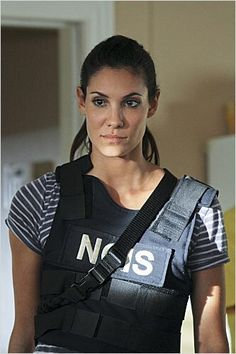 Just because I love her soo much! This is Kensi Blye (Daniela Ruah) in the serie NCIS LA. The way she looks at us says more than a hundred words! Ncis Los Angeles, Serie Ncis, Kensi Blye, Ncis Cast, Eric Christian Olsen, Daniela Ruah, Ncis New, Woman Movie, Female Actresses