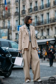 Street style, casual street style, street style trends, street style looks, Street Style Outfits, Look Street Style, Suit Fashion, Fashion Week, Fashion Trends, Style Fashion, Fashion Poses, Mens Fashion, Fashion Outfits