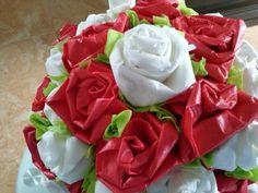 Detalle de las flores de papel