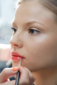 Coral lips are a super chic, fashion-forward touch for your spring wedding. #bridalbeauty