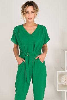 Mono Jardin vert de Rue Mazarine también disponible en negro en leonceshop.com y tiendas Leonce. Rue Mazarine, Jumpsuit, Dresses, Fashion, Tents, Budget, Black, Overalls, Vestidos