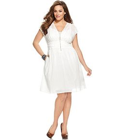 in LOVE with this @DKNY #DKNYC plus-size white dress. Perfect for summer!!