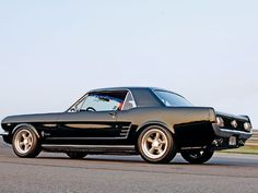 Black '65/'66 coupes - Vintage Mustang