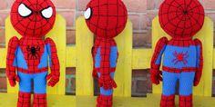 Aquí os traigo un patrón para realizar un amigurumi de Spiderman, el gran hé. : Aquí os traigo un patrón para realizar un amigurumi de Spiderman, el gran héroe arácnido de Marvel. Crochet Doll Pattern, Crochet Dolls, Crochet Patterns, Doll Patterns Free, Amigurumi Patterns, Crochet Projects, Charts, Hello Kitty, Pokemon