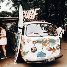Vintage photography travel vw bus new ideas Combi Hippie, Van Hippie, Hippie Vibes, Boho Hippie, Bohemian, Volkswagen Tiguan, Vw T1, Volkswagen Thing, Van Life
