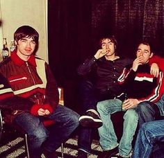 Noel, Liam and Bonehead Lennon Gallagher, Noel Gallagher, 1980s Mens Fashion, Liam Oasis, Nico Mirallegro, Oasis Music, Alan White, Oasis Band, Liam And Noel