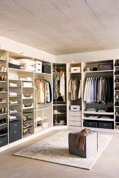 Begehbarer Kleiderschrank: Konfigurierter Schranksystem MODUL, individuelle Anpassungen möglich