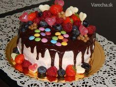 Torta s jahodovou penou a ovocím