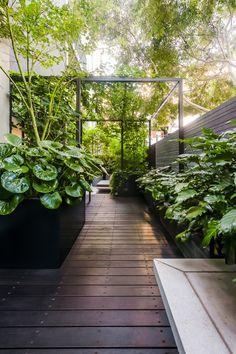Terrace by Lisa Ellis Gardens . Ostterrasse von Lisa Ellis GardensEastern Terrace by Lisa Ellis Gardens . Ostterrasse von Lisa Ellis Gardens Top 10 Women's Fashion Style Trends for Summer 2019