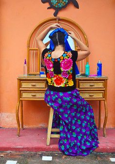 Huipil from Oaxaca Mexican Fashion, Mexican Outfit, Mexican Dresses, Mexico Style, Mexican Art, Mexican Stuff, World Cultures, Traditional Dresses, Mexico City