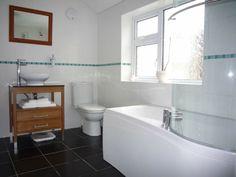 badeinrichtung badewanne stauraum steine rundes fenster | Ванная, Hause ideen