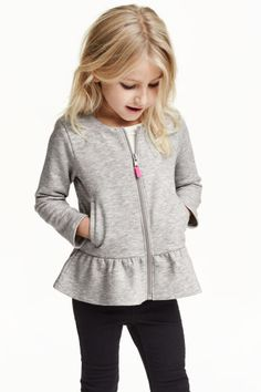 Long-sleeved cardigan in sweatshirt fabric with a zip at the front, side pockets and a flounce at the hem. The cotton in the cardigan is organic. Winter Outfits For Girls, Kids Outfits Girls, Trendy Outfits, Girl Outfits, Kids Girls, Little Girl Dresses, Fashion Kids, Fashion Clothes, Baby Dress